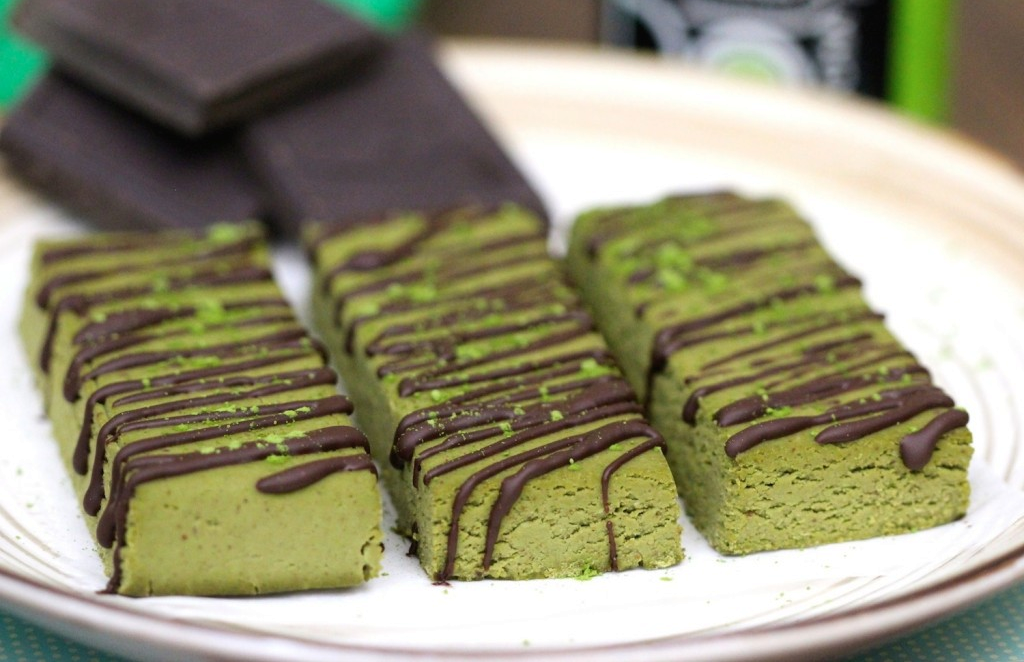 matcha-green-tea-fudge-protein-bars
